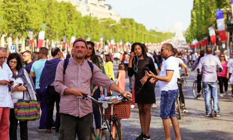 Cyclists and pedestrians take to the streets in Paris